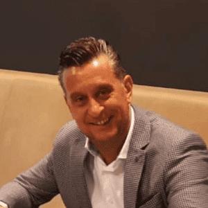 Dirk Renders